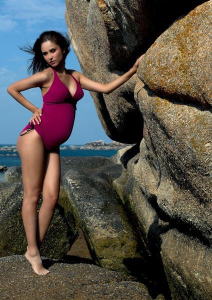 50fe36327fc Na pláži ve dvou  I těhotenské plavky mohou být krásné – Maminka.cz