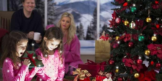 Rodiče často dětem nakoupí na Vánoce dárky, které si ještě ani nestačí přát