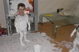 Brečet, nebo se smát? Co se stane, když necháte děti chvíli o samotě? Podívejte se!