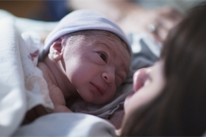 Jak se rodí placenta? Vše o porodu po porodu