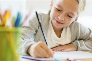 Netrýzněte v létě děti učením. Když procvičovat, tak jedině hrou