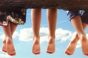 Dětské nožky do O i do X: Pozor na vhodný způsob sedu a kvalitní obuv