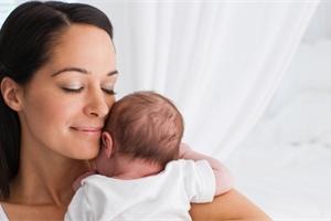 Péče v šestinedělí se projeví i v přechodu. Jak se zotavit po porodu?