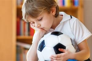 Syn je nešika, manžel chce fotbalistu! Jak zvládnout nezdary svého dítěte?