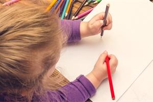 Kresba vypovídá o přáních, ale i obavách dítěte. Zjistí i jeho zralost