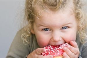 Děti a sladkosti: je striktní zákaz dobrý? A kde je mez?