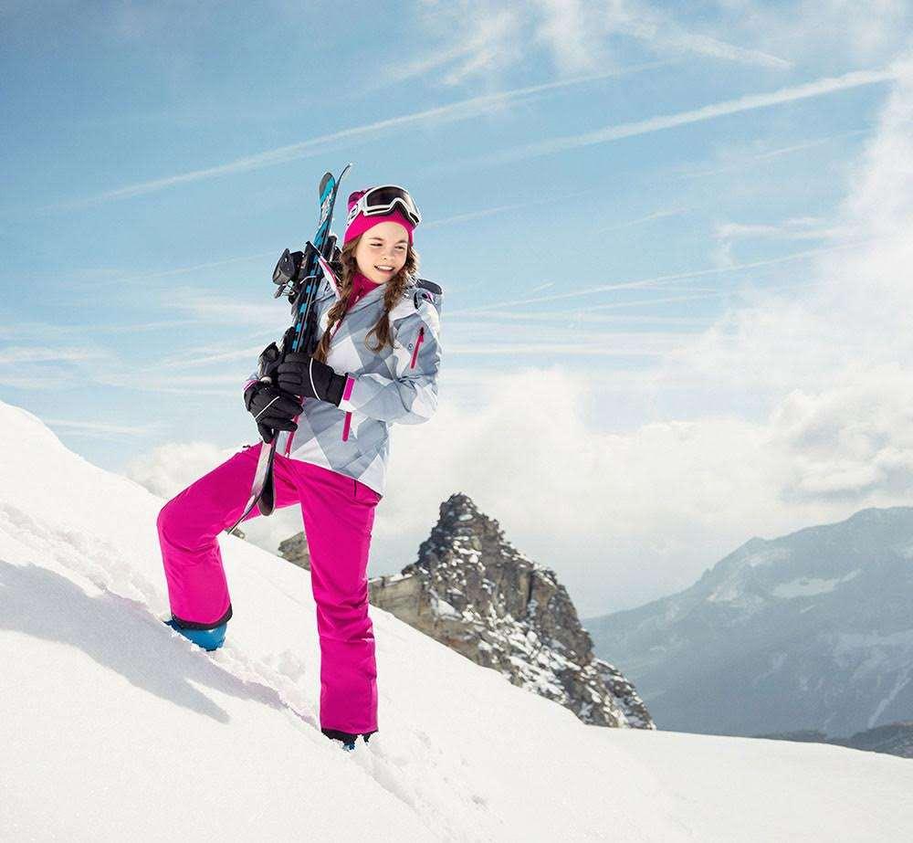 Dítě jede na lyžařský výcvik  Jak vybrat lyže a na co nezapomenout ... e62774a486