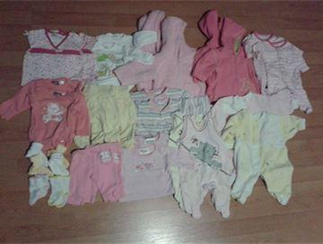 e548c18ff6d Prodám  Oblečení pro dvojčata - holčičky 0-3 měsíce – bazar Maminka.cz
