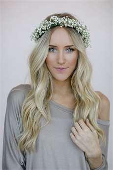 Květinová čelenka zkrotí neposedné vlasy a sluší všem délkám. Víme ... 644157cae9