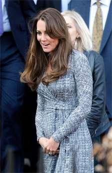 ca677ea455f1 Těhotenská móda podle vévodkyně Kate. Buďte stejně okouzlující maminka.  redakce. 2. 11. 2017. Kate je miláčkem veřejnosti.